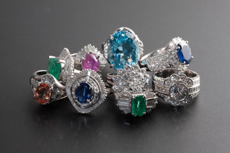 様々な宝石のジュエリー