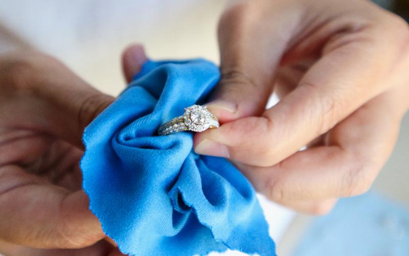 指輪を新品同様にきれいにできるのか?原因や道具のご紹介