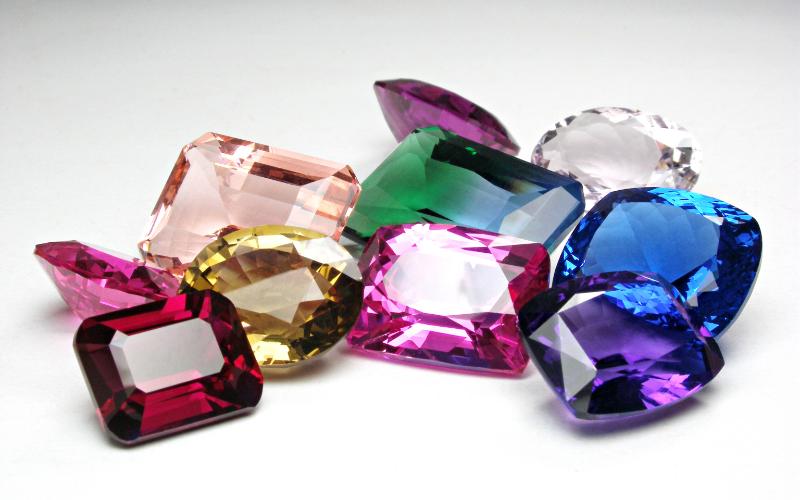 愛の宝石とも呼ばれ上品に輝く10月の誕生石トルマリン