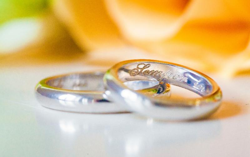 結婚指輪やペアリングに入れる刻印の文字は?