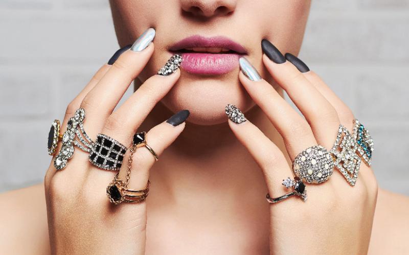 指輪を着ける指によってそれぞれ意味があった !