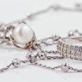 シルバーの指輪とネックレス