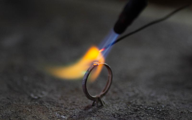 指輪をカットして溶接