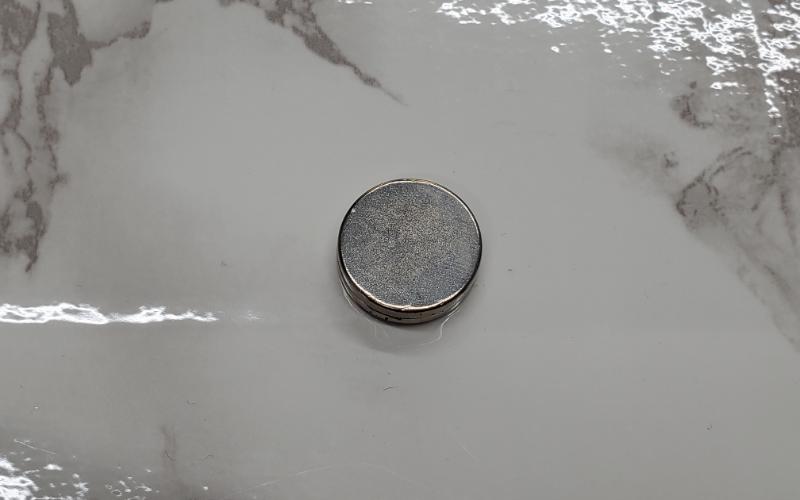 貴金属製品とメッキ製品を見極める磁石